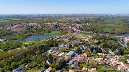 Vue aérienne du parc du Loiry et de la Sèvre nantaise, à Vertou