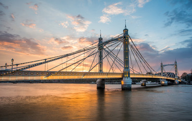In de dag Brug Albert Bridge and beautiful sunset over the Thames, London, England UK