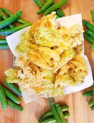 fiori di zucchine pastellati e fritti