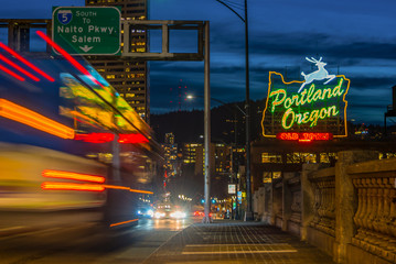 Spoed Fotobehang Nacht snelweg Portland night lights