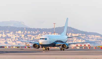 Aircraft taxiing after landing