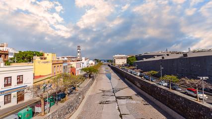 In Santa Cruz der Hauptstadt von Teneriffa und der Regierungssitz der Kanarischen Inseln.
