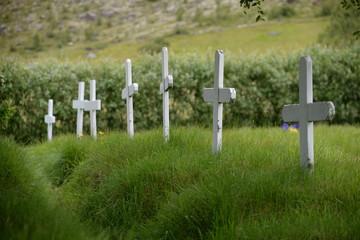 Kreuze an der Hofskirkja, Island