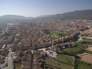 Drone en Montblanc / Montblanch, pueblo de Tarragona en Cataluña (España) capital de la Conca de Barbera. Fotografia aerea con Dron