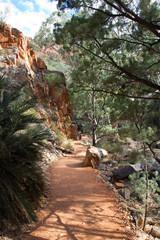 Australien, Standley Chasm, Weg zur Schlucht