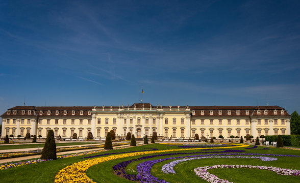 path leading to the Ludwigsburg Castel