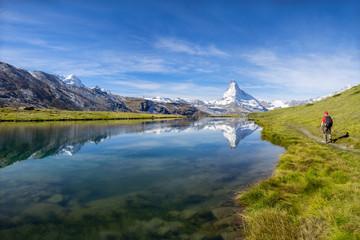 Wall Mural - Stellisee und Matterhorn in den Schweizer Alpen bei Zermatt, Kanton Wallis, Schweiz