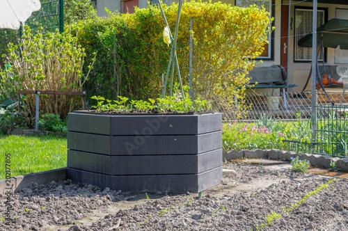Stylisches Hochbeet Im Garten Stock Photo And Royalty Free Images