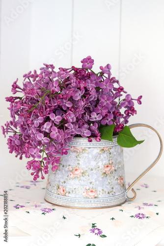Fliederstrauss In Der Vase Als Dekoration Stock Photo And Royalty