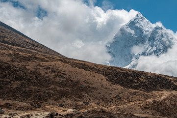 mountain scenic on trail to everest basecamp