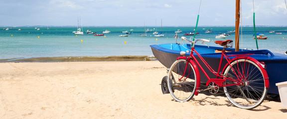 Vélo rouge sur l'Île de Ré