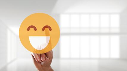 Finger wählt lachenden Smiley aus