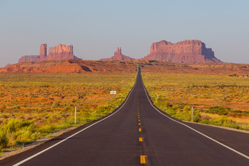 Fotobehang Lichtroze Forrest Gump Point at US Highway 163 toward Monument Valley Navajo Tribal Park