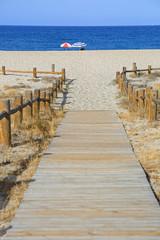 playa sombrillas pasarela almería U84A8899-f18