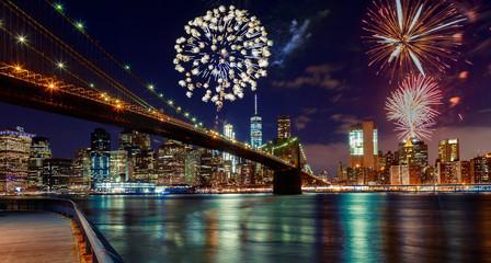 Fireworks over Manhattan, New York City. Fotomurales