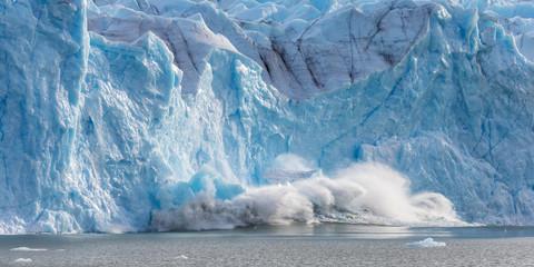Large piece of ice collapses  at the Perito Moreno Glacier