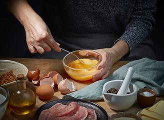 female hands is bitten eggs
