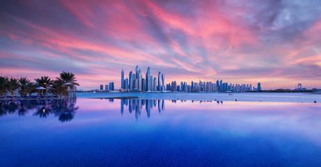 """Wunderschöner Sonnenuntergang über das Zentrum Dubais. Fotografiert von """"The Palm Jumeirah"""""""