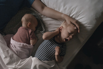 Vater lying next to his daughter and son in bed