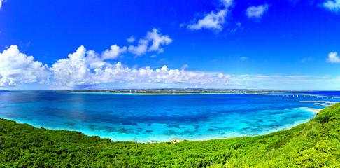 Photo sur Aluminium Bleu fonce 真夏の宮古島。来間島の竜宮城展望台から見た風景(パノラマ)