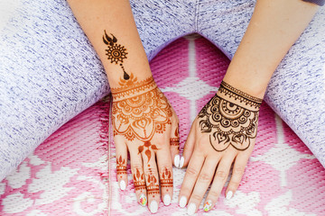 henna drawing mehendi