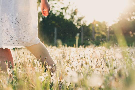 Barefoot woman walking outdoor.