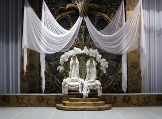 Throne for king and queen
