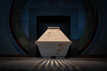 Sarg im Krematorium