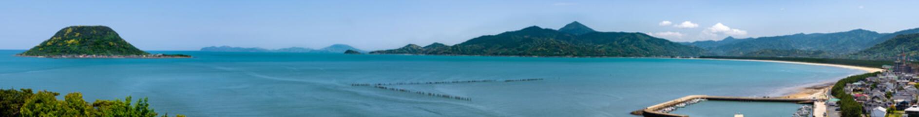 高島と虹ノ松原唐津城からの景色