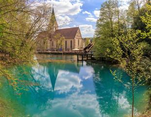 Blautopf mit dem Kloster Blaubeuren