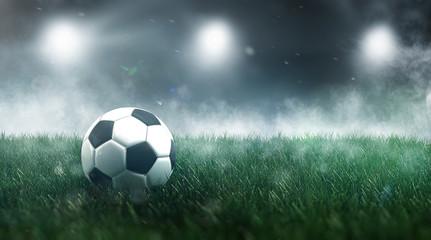 Fußballstadion mit Fußball auf grünem Rasen