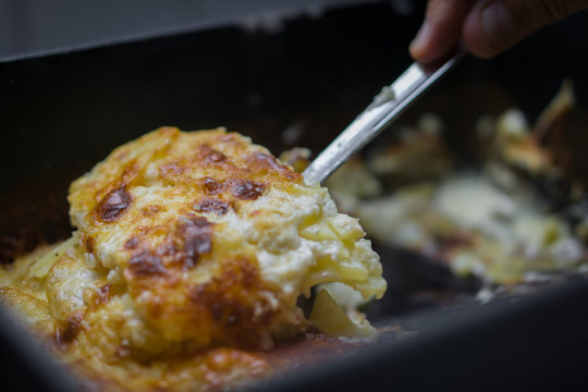 Potato casserole with cheese from the dutch oven