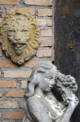 Decorating ideas: ancient sculpture of woman