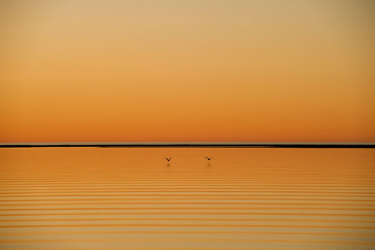 オレンジに染まった夕暮れの海