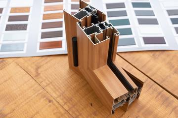Profilo in alluminio con campionatura colori ,sezione profilo per finesre e porte