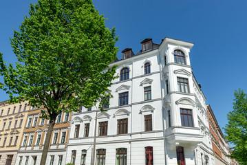 Mehrfamilienhaus, hochwertig - helle Fassade