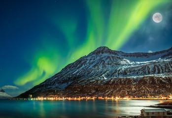 Foto op Plexiglas Noorderlicht Aurora borealis over fjord town Seydisfjordur, Iceland
