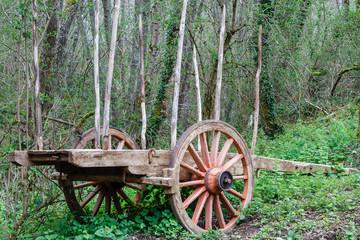 Antiguo carro de madera. Herrería de Compludo, Ponferrada, León, España.