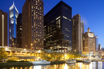 Buildings at Chicago river shore, Chicago, Illinois, USA