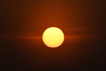 美しい沈む太陽(明日、未来、希望などのイメージ)