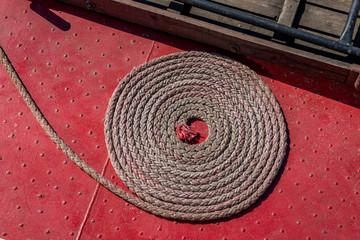 la corde d'amarrage du bateau