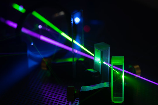 Experiment with lasers in the laboratory of Photonics