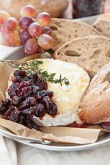 Gebackener Camembert mit Cranberries