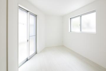 室内の白い壁
