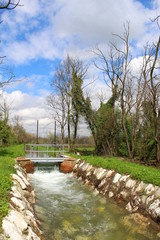 Chiusa lungo il canale - irrigazione