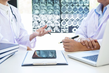 Professor Doctor discussion a method with patient treatment, results on brain x-ray film About the problem of the patient