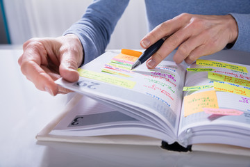 Fototapete - Woman Writing Schedule In Calendar Diary On White Desk