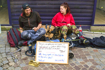 Jeunes sans domicile fixe et leur chien