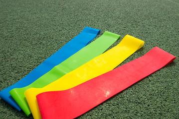 Gummibänder auf Sportplatz
