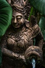 Thailändische Brunnenfigur (Porträt)